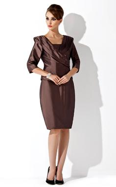 Sheath/Column Strapless Knee-Length Taffeta Mother of the Bride Dress (008006168)