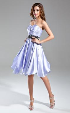 Vestidos princesa/ Formato A Coração Coquetel Charmeuse Vestido de cocktail com Pregueado Cintos Bordado (016015585)
