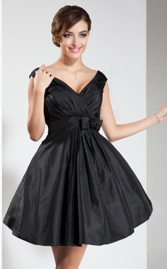 A-Line/Princess V-neck Short/Mini Taffeta Bridesmaid Dress With Ruffle Bow(s) (007022536)