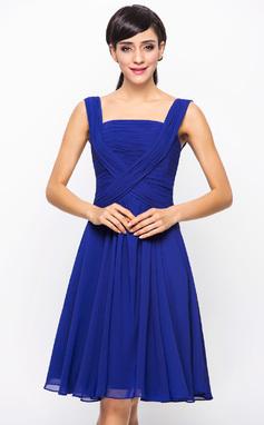 Vestidos princesa/ Formato A Decote quadrado Coquetel De chiffon Vestido de madrinha com Pregueado (007051841)