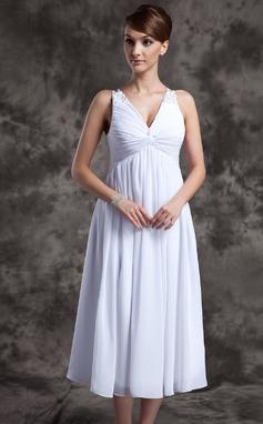 Vestidos princesa/ Formato A Decote V Comprimento médio De chiffon Vestido de madrinha com Pregueado Bordado (007025845)