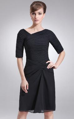 Sheath/Column V-neck Knee-Length Chiffon Mother of the Bride Dress With Ruffle (008005693)
