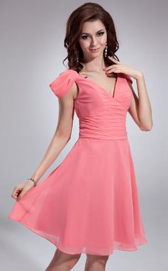 Vestidos princesa/ Formato A Decote V Coquetel De chiffon Vestido de madrinha com Pregueado (022018791)