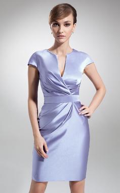 Платье-чехол V-образный Длина до колен Атлас Платье Для Матери Невесты с Рябь (008006208)