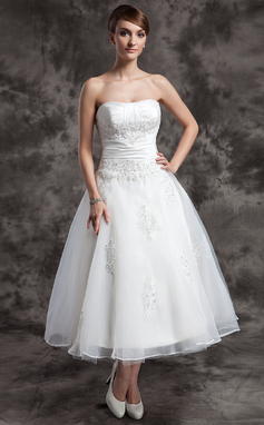 A-Line/Princess Sweetheart Tea-Length Organza Wedding Dress With Ruffle Beading Appliques Lace (002014997)