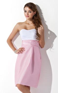 Sivu Kullanmuru Polvipituinen Tafti Morsiusneitojen mekko jossa Rypytys (007004307)