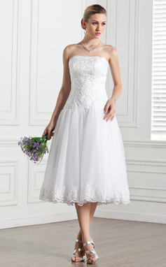 A-Line/Princess Strapless Tea-Length Tulle Wedding Dress With Lace (002000133)