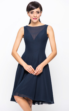 A-Line/Princess Scoop Neck Knee-Length Chiffon Bridesmaid Dress (007054329)