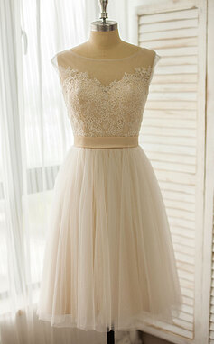 A-Line/Princess Scoop Neck Knee-Length Tulle Lace Wedding Dress (002118042)