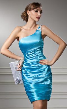 Etui-Linie One-Shoulder-Träger Knielang Charmeuse Cocktailkleid mit Rüschen Perlen verziert (016008535)