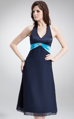 Vestidos princesa/ Formato A Cabresto Comprimento médio De chiffon Cetim Vestido de madrinha com Cintos Bordado (007000996)