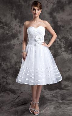 Forme Princesse Bustier en coeur Longueur genou Organza Robe de mariée avec Plissé Fleur(s) (002014974)