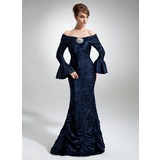 Trompete/Sereia Off-the-ombro Longos Charmeuse Vestido para a mãe da noiva com Pregueado Pino flor crystal (008006497)