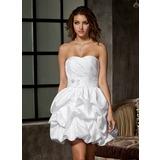 Forme Princesse Bustier en coeur Court/Mini Taffeta Robe de mariée avec Plissé Emperler Fleur(s) (002011550)