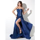 Corte A/Princesa Novio Cola corte Tafetán Vestido de baile de promoción con Volantes Cuentas Apertura frontal (018002492)