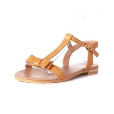 Konstläder Flat Heel Sandaler Slingbacks med Fören skor (087050460)