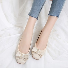 Женщины PU Плоский каблук На плокой подошве Закрытый мыс с бантом обувь (086138732)