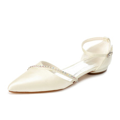 Kvinner Satin Lav Hæl Lukket Tå Flate sko med Rhinestone (047062067)