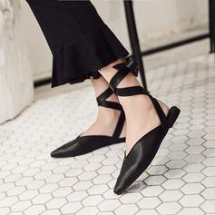 Женщины PU Плоский каблук Сандалии На плокой подошве Закрытый мыс с Шнуровка обувь (086132708)