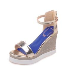 Женщины кожа Вид каблука Сандалии Танкетка с пряжка обувь (087087859)