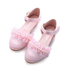 Flicka Stängt Toe Silk som Satin låg klack Pumps Flower Girl Shoes med Oäkta Pearl Kardborre Rufsar Blomma (207150976)