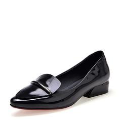Женщины Лакированная кожа Плоский каблук На плокой подошве Закрытый мыс обувь (086142481)