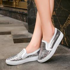 Женщины Лакированная кожа Плоский каблук На плокой подошве с В дырочку обувь (086138227)