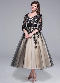 Corte de baile Escote en V Hasta la tibia Charmeuse Tul Vestido de novia con Volantes Los appliques Encaje (002024298)
