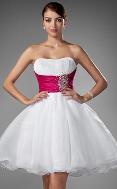 Corte A/Princesa Novio Corto/Mini Organdí Vestido de novia con Volantes Fajas Cuentas (002004011)