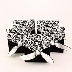 Ivory ja musta kukoistaa Paperi-kortti Suosikit ja kontit jossa Nauhat (Sarja 12) (050005921)